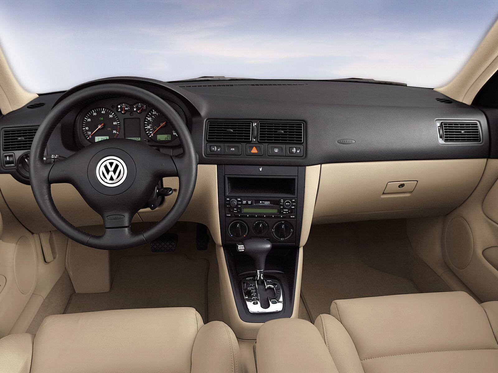 Volkswagen-Golf_IV