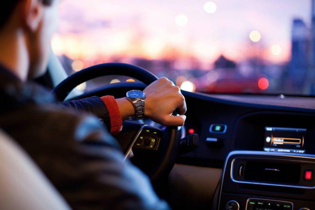 Obiecte Importante Pe Care Orice Șofer Responsabil Trebuie Să Le Dețină În Mașina Sa